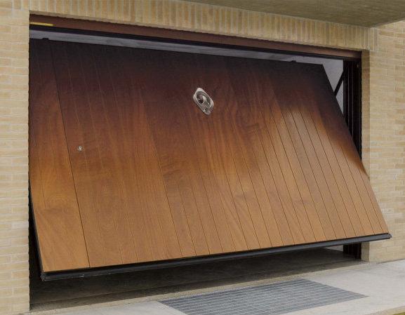 portone garage basculante in legno
