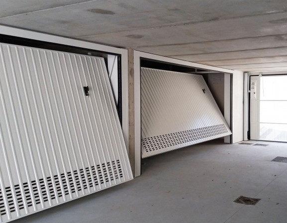 portone garage basculante metallo